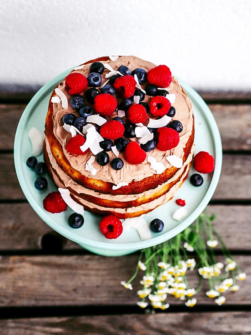 Vegan & glutenfrei backen: Mandelkuchen mit Kokos-Schoko-Creme